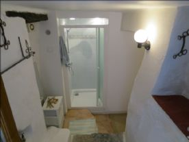 shower - lower ground