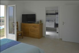 Master bedroom to en-suite