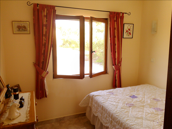 bedroom 2 double  2.79 mtrs x 2.25 mts