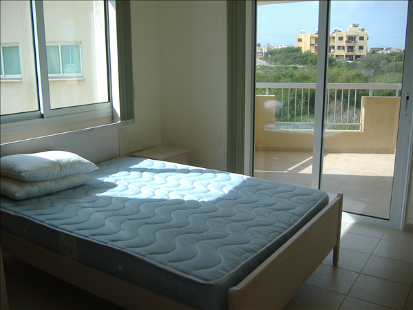 Double bed room with balcony and sea view, bed included in sale
