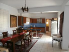 Kitchen and dining room with breakfast bar