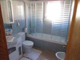 Bathroom ensuite for main bedroom