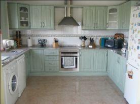 Large kitchen, cooker, washing machine, dishwasher, fridge/freezer