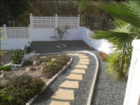 Path down to Pool