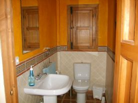 upstairs bathroom, Spanish style tiling and decor
