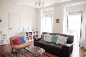 Large living room (2nd angle) with views onto Avenida da Liberdade