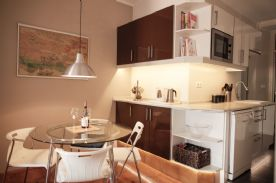 Open plan dining room leading to kitchen