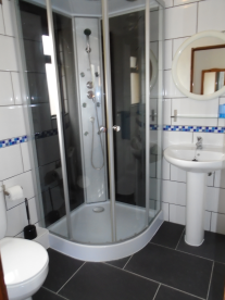 Guest en-suite bathroom