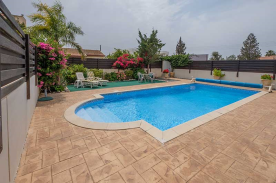 Pool with attractive Roman end