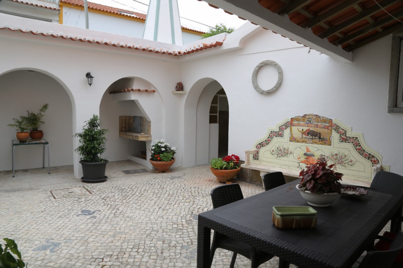 Spacious seven bed home in Mucifal Village