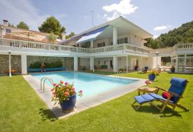 property in Pareja