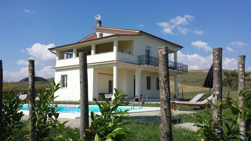 Detached villa 3 double bedroom,  3 bath (1ensuite).
