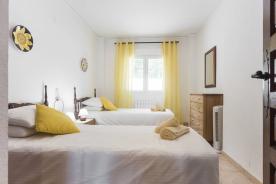 Bedroom 2 (Two singles)