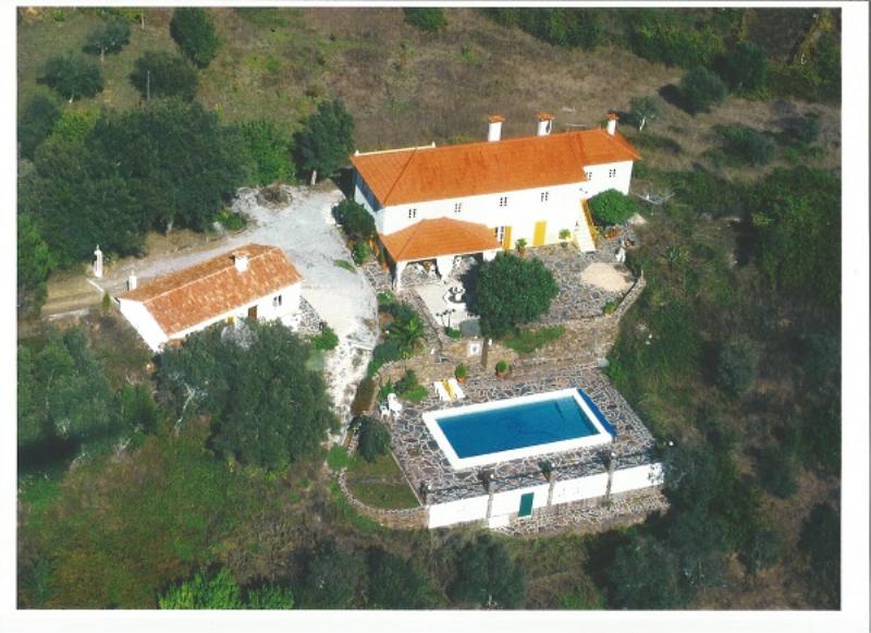 house , gueathouse, swimmingpool, garage