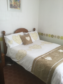 The main lower bedroom / sitting room