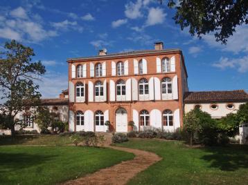 property in St-Nicolas-de-la-Grave
