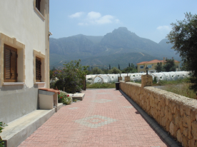 Villa Driveway facing mountains.