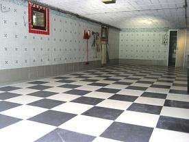 garage 3-4 car spaces