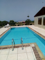 Side view of the pool looking at the sea