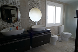 Ensuite Bathroom 1