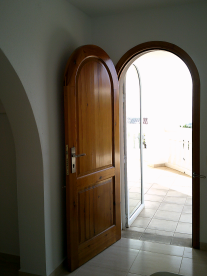 Photo 20 - Main entrance - view from hall