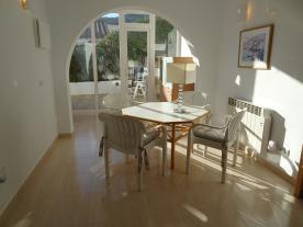 Photo 21 - Dining room (1)