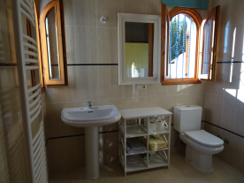 Photo 23 - Bathroom 1 (en-suite)