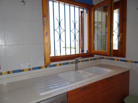 Photo 34 - Kitchen (4)