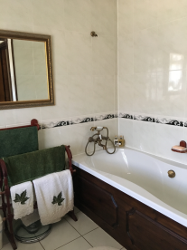 Main house: Bathroom 1