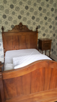 B&W bedroom
