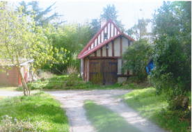 Garage in Anglo- Normand style (front view)