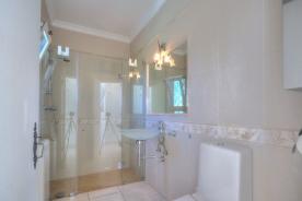 Marialva shower/wet room en suite