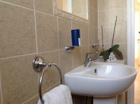Family Bathroom 1-2
