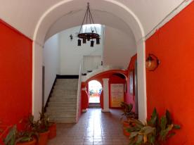 Pitoresque building entrance
