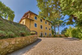 property in Pieve Di Camaiore