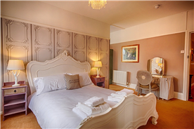 The Strand king suite