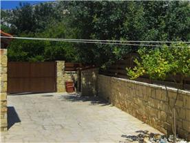 Parking for 3 cars, double driveway  gate entrance Balmoral Villa. Lemon and Orange fruit trees.