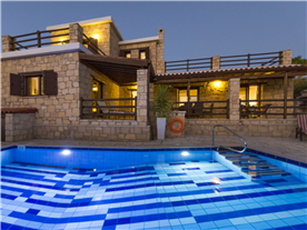 Dusk Balmoral Villa.