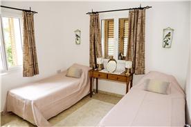 """Twin Bedroom 10'4"""" x 9'11"""""""