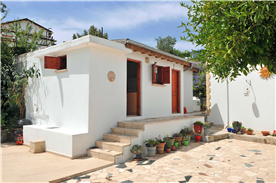 Annexe with kitchen, store and wet room