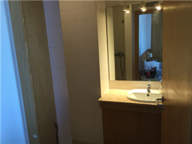 upper floor - suite bathroom