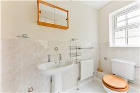 Un-suite bath