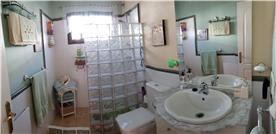 Shower room.