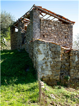 Another view of the 'fienile' at Capalia - the larger of the two stone buildings still to renovate