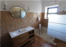Family bathroom in main dwelling