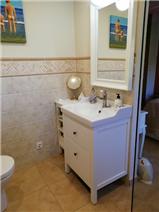 En suite sink/toilet