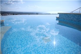 Infinity swimming pool and jacuzzi on a gorgeous December Day