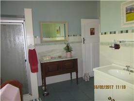 Spacious full bathroom