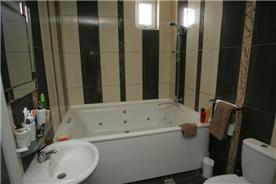 Master bedroom 1 bathroom / 4 person jacuzzi