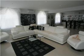 Main living room 3